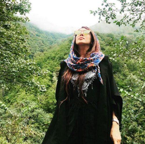 کلکسیون مانتو های پاییزه و شال های خوش رنگ لیلا بلوکات
