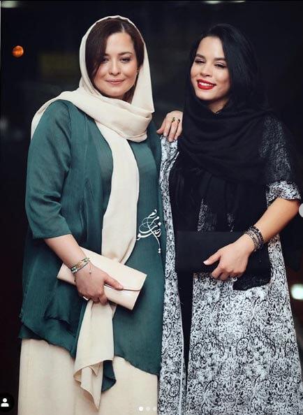 تیپ مانتو پاییزی ملیکا را در کنار خواهرش