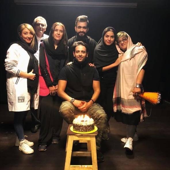 امیر حسین آرمان در این عکس، از کیک تولد رونمایی کرد.