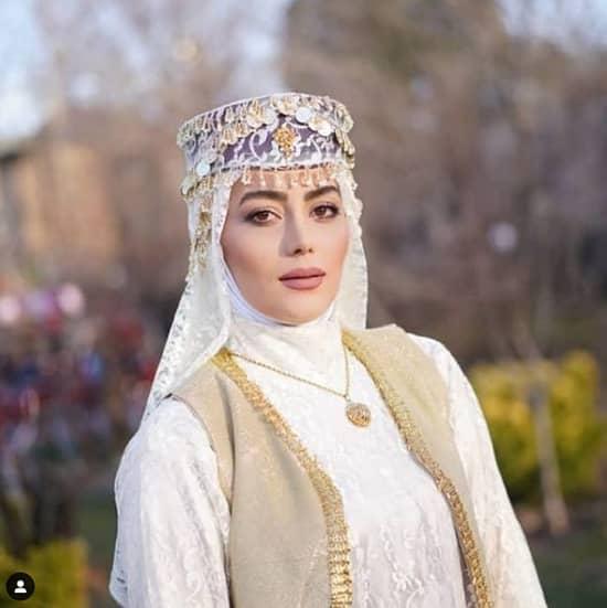 تصویر لباس برازنده هدیه بازوند در نقش روژان